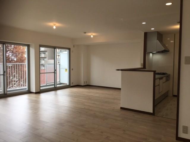 ダイニングスペース広く確保されていますので、家具の配置を自由