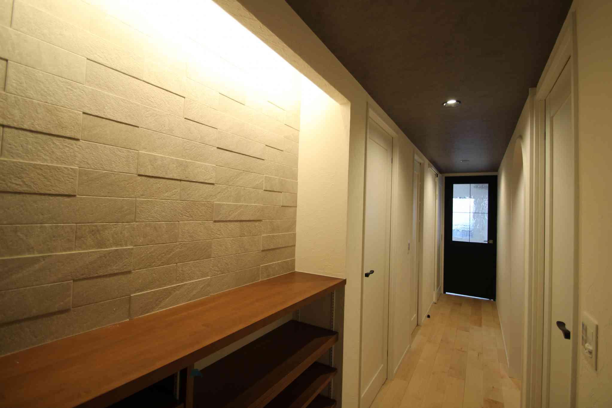 塗壁/オーク板貼/室内窓/ニッチカウンター